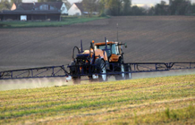 Mayor compensates farmer for spraying less pesticides