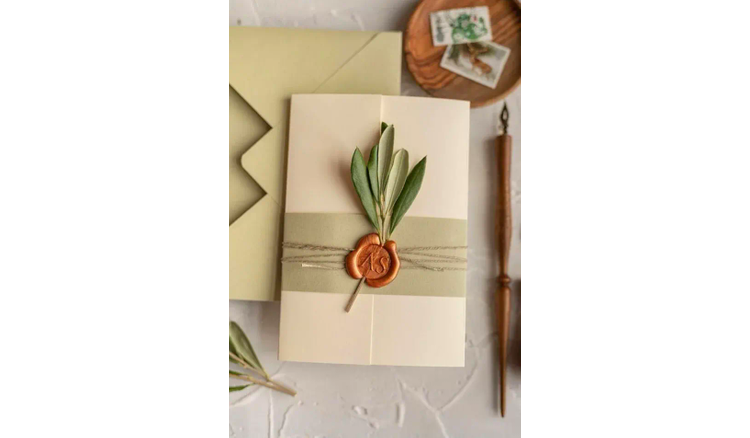 Summer-Inspired Wedding Invitation Tips for Couples to Get Married This Summer