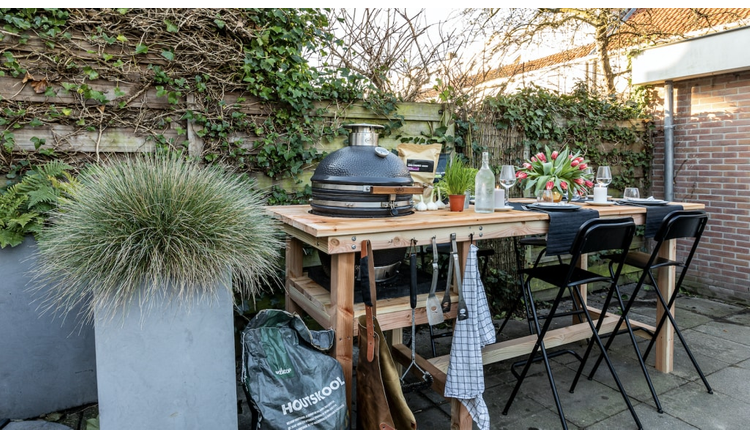 Metamorphosis: from a boring garden to a multifunctional outdoor kitchen