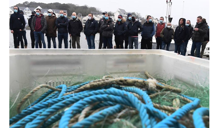 """Fishermen demonstrate against trawlers """"who plunder the resource"""""""