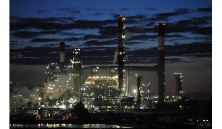 An oil leak reported at the Total refinery in Donges